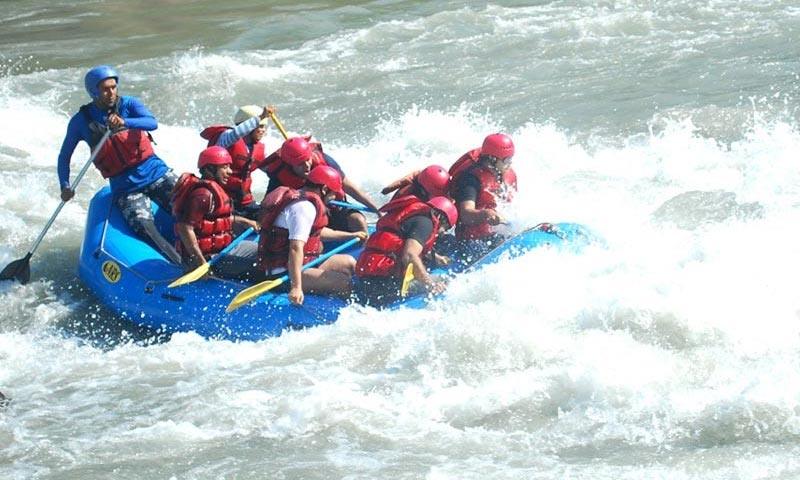 Rafting adventure tour in Alaknanda river